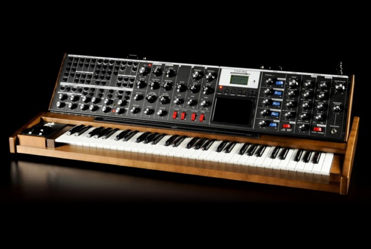 minimoog_voyager xl_frontangle